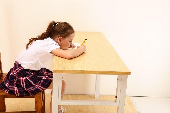 西昊儿童学习桌椅:人体工学环保设计 呵护儿童健康学习